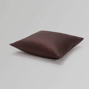 Dorsoo-kussensloop-katoen-satijn-chocoladebruin
